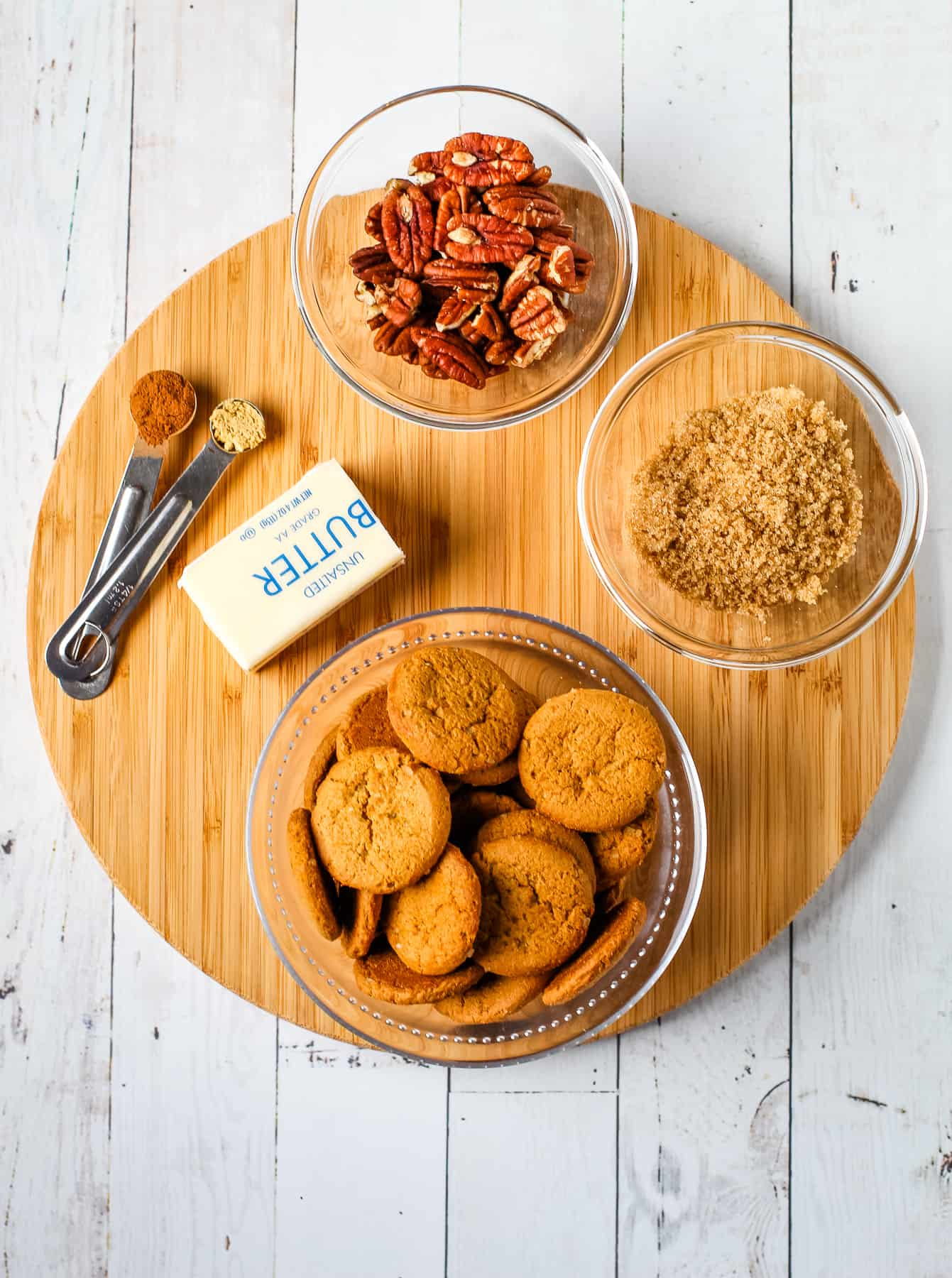 Ingredients for gingersnap crust