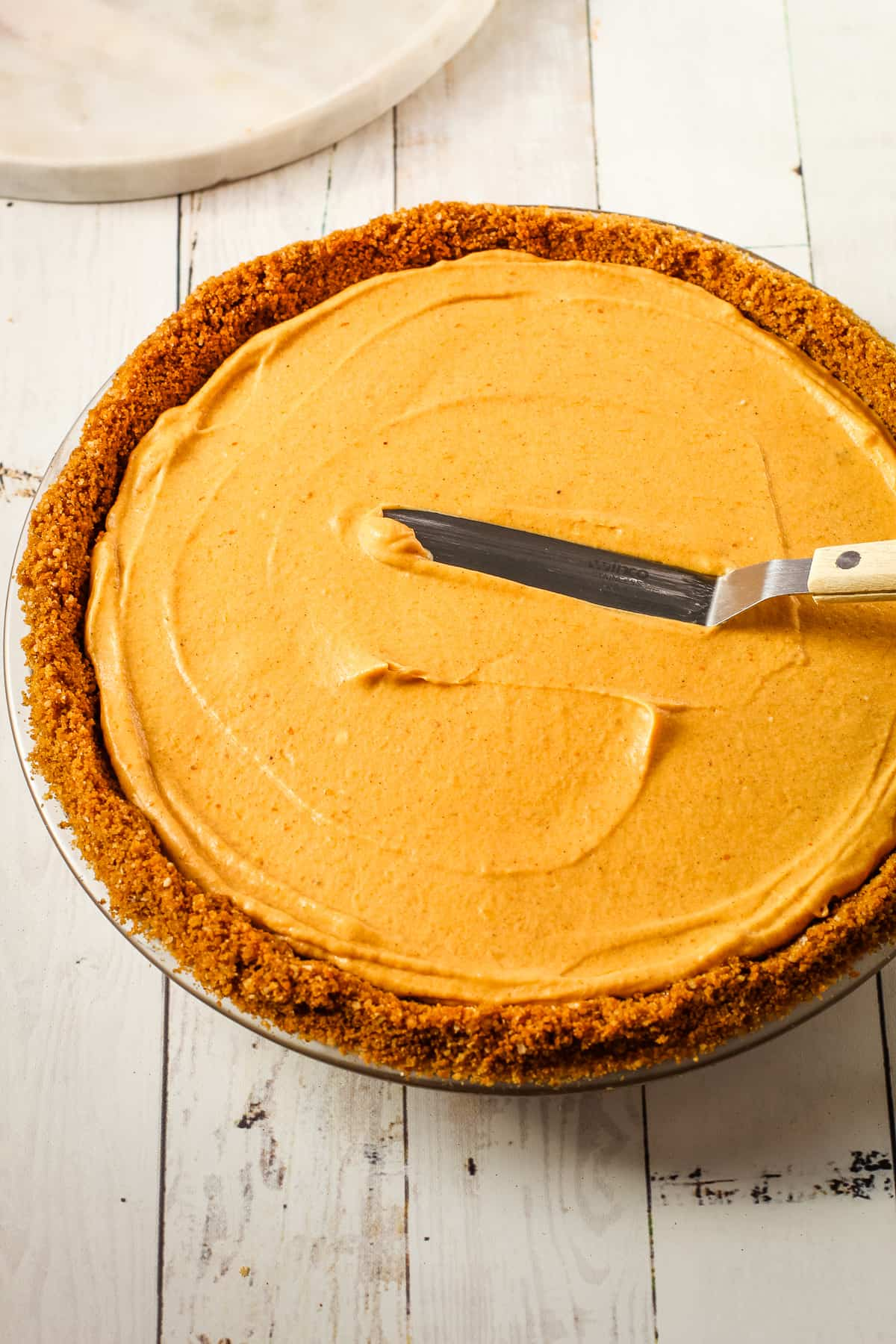 Smoothing over no bake pumpkin pie filling.