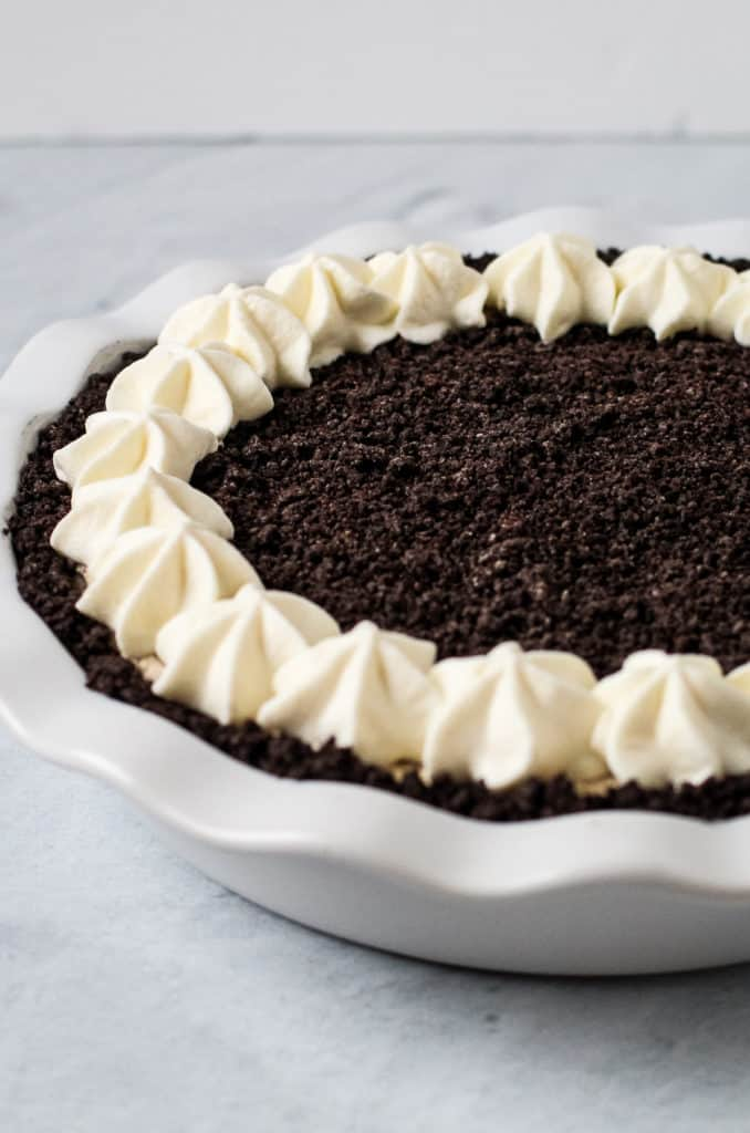 Oreo crust recipe with an Oreo cookie pie in it.