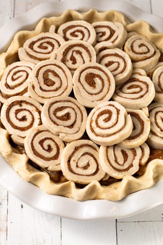 Cinnamon roll apple pie before baking