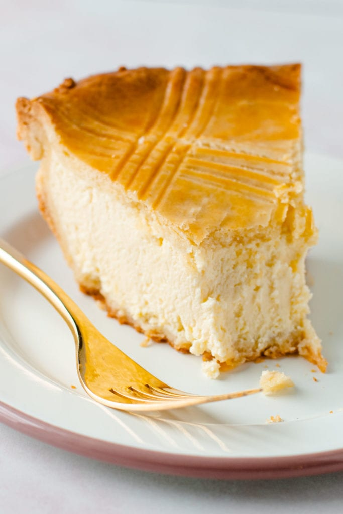 A slice if ricotta pie on a plate.