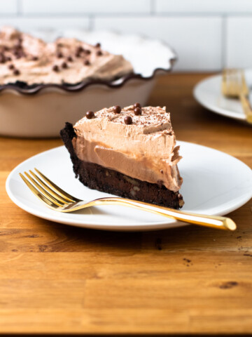 Mississippi Mud Pie on a plate.