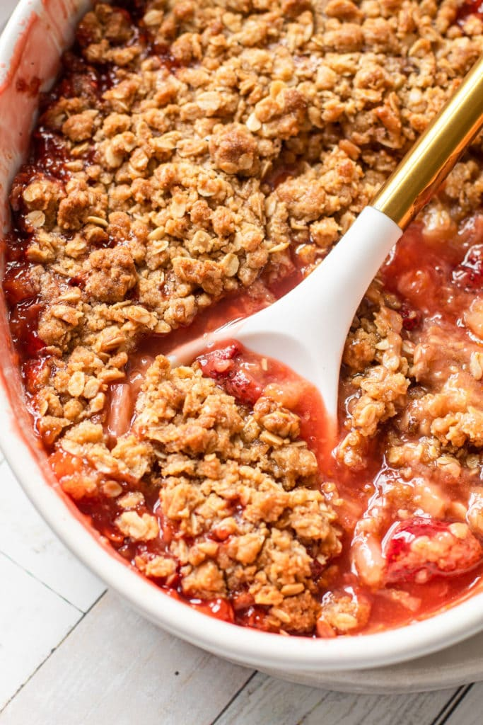 Strawberry rhubarb crisp with an oat streusel topping.